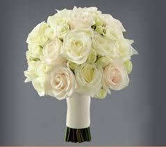 romas de rosas blancas para novias