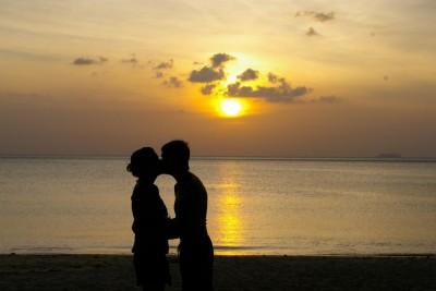 enamorados-en-la-playa-11886