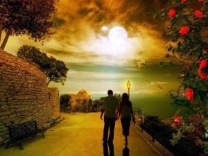 Pareja de enamorados en un hermoso y maravilloso atardecer y lugar.
