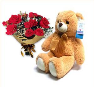 tarjetas-postales-oso-grande-con-ramo-de-rosas-rojas--634708799534438407