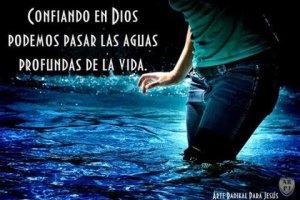 Frases_De_Motivaci_n_Cristianas_Confiando_En_Dios_Podemos_Pasar_Las_Aguas_Profundas_De_La_Vida