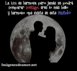 Pareja-frente-y-en-medio-de-la-luna-La-luna-es-hermosa-pero-jamas-se-podra-comparar-contigo-eres-lo-mas-bello-y-hermoso-que-existe-en-este-mundo