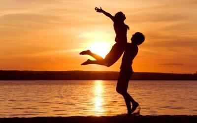 enamorados-atardecer
