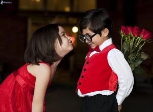 ninos,-beso-suave,-rosas-rojas,-gafas-168000